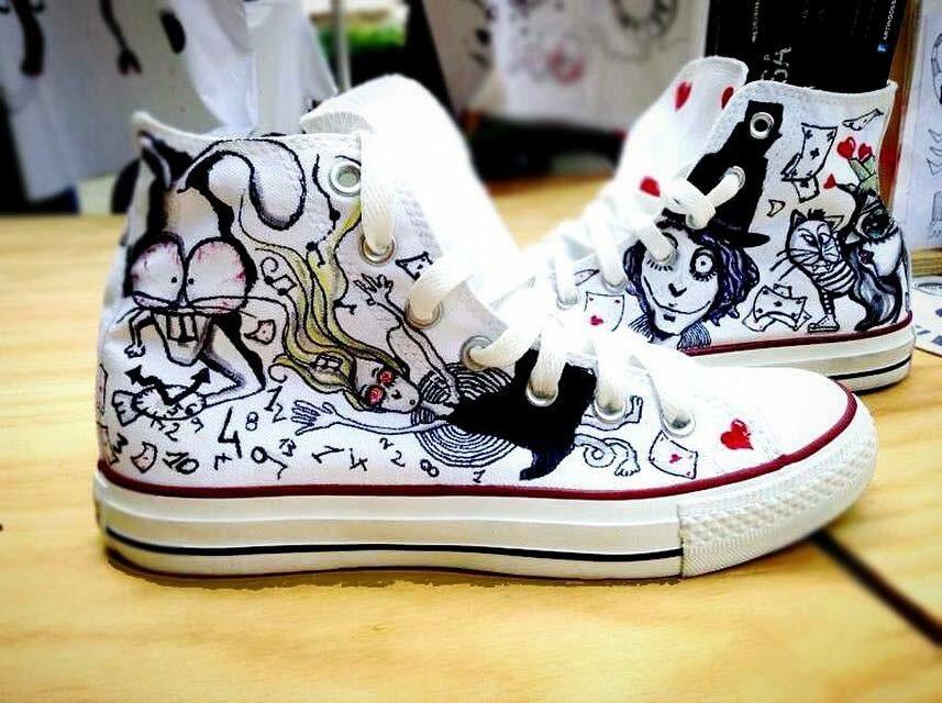 Scarpe Converse All Star personalizzate dipinte a mano con i personaggi di Alice