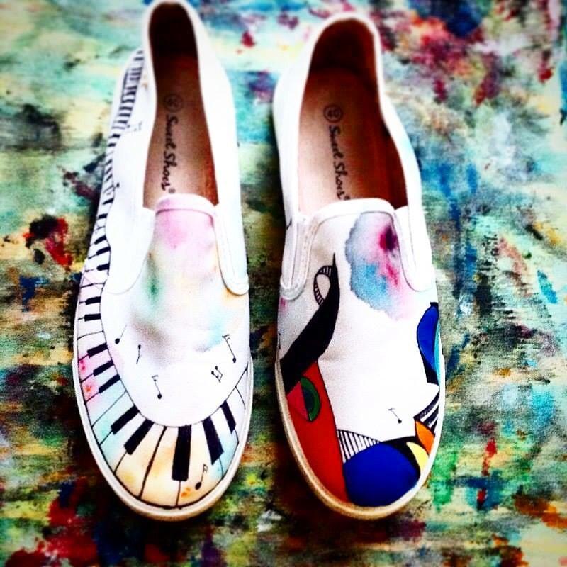 Scarpe Converse All Star personalizzate dipinte a mano con soggetto musicale