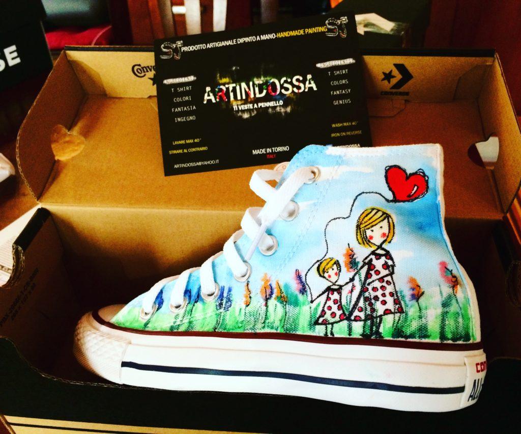 Idee regalo per lui e per lei: Scarpe All Star personalizzate dipinte a mano con disegno del tuo bambino